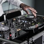 How Long Does a DJ Play at a Wedding